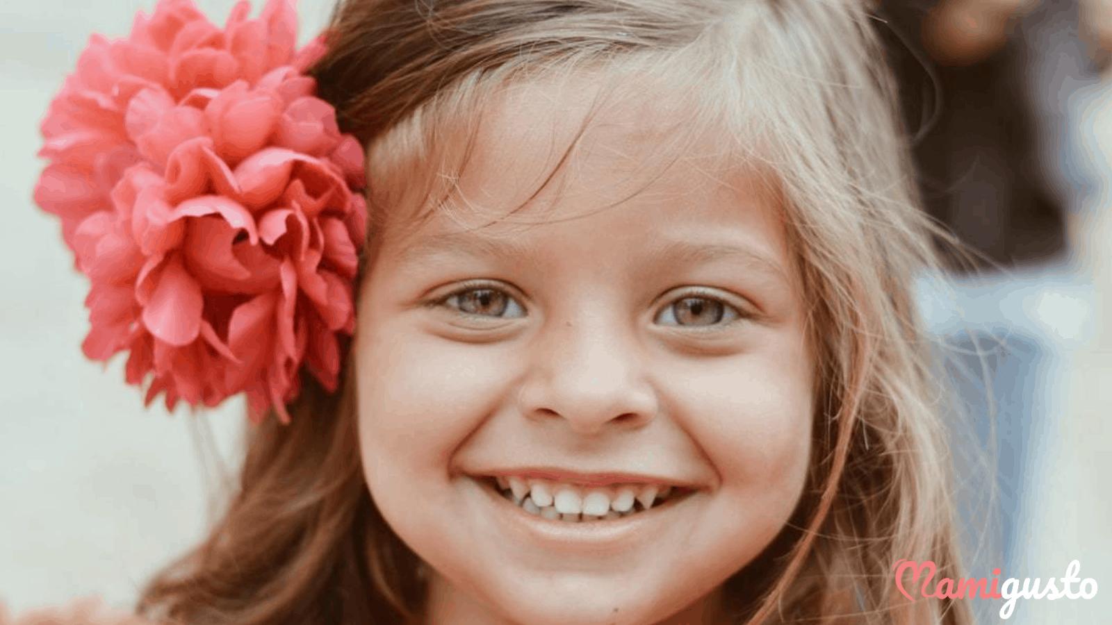 χαρουμενο και ευτυχισμενο παιδι